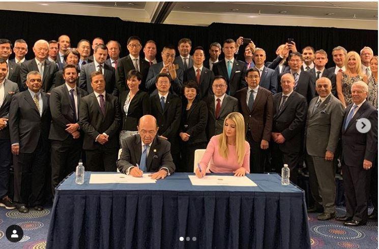 UiPath va pregăti 750 000 de americani  Acord semnat cu Ivanka Trump