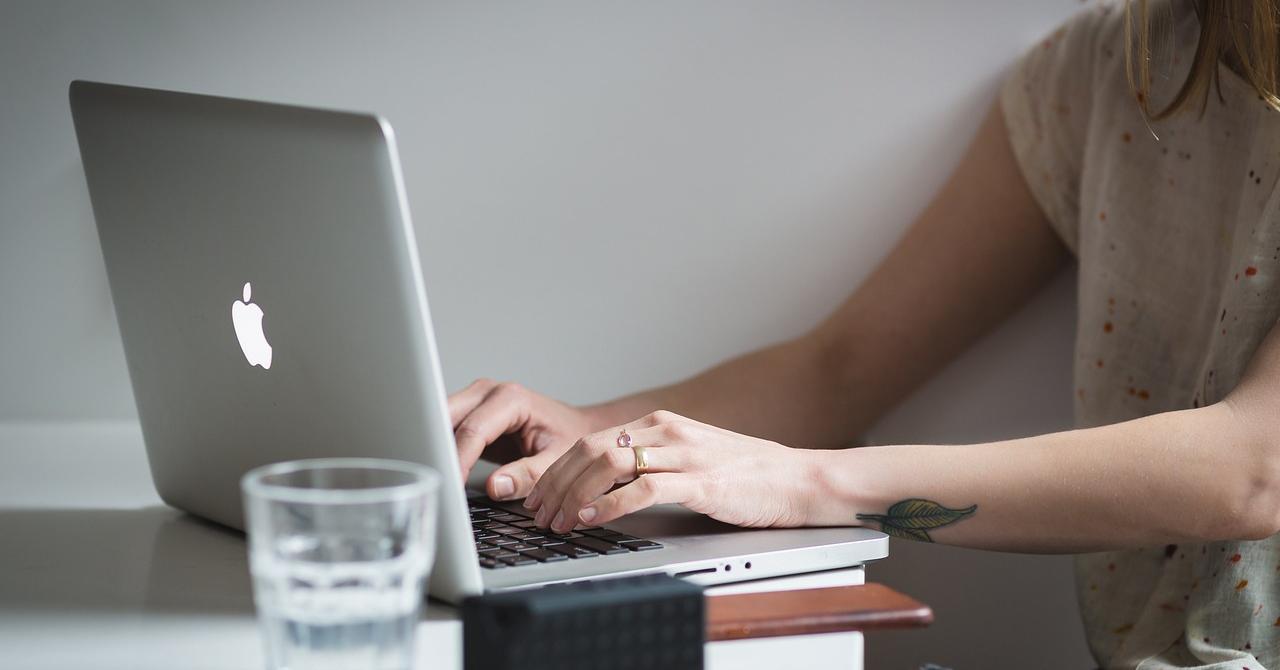 Startup fără femeie, fântână fără căldare: cum stăm cu egalitatea?