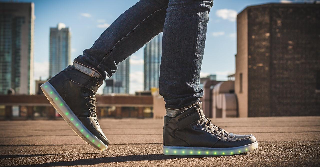 Businessman în teniși: reduceri la sneakers pentru cei mereu activi