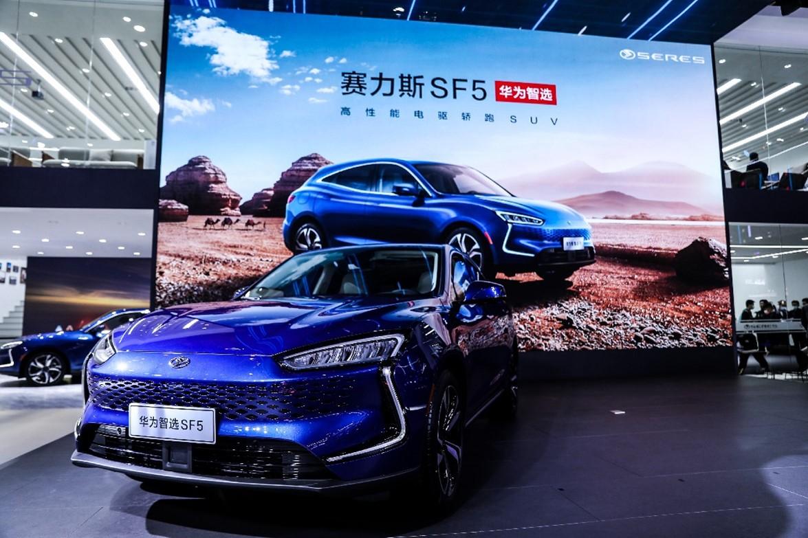 Huawei vinde primele mașini ce folosesc tehnologie proprie