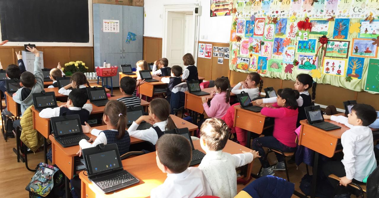 Începe școala: catalogul digital Adservio se extinde peste graniță