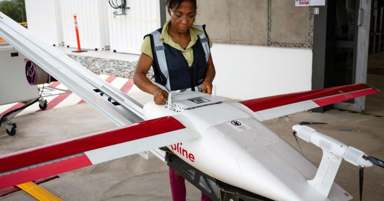 Dronele preiau livrarea de vaccinuri și medicamente vitale
