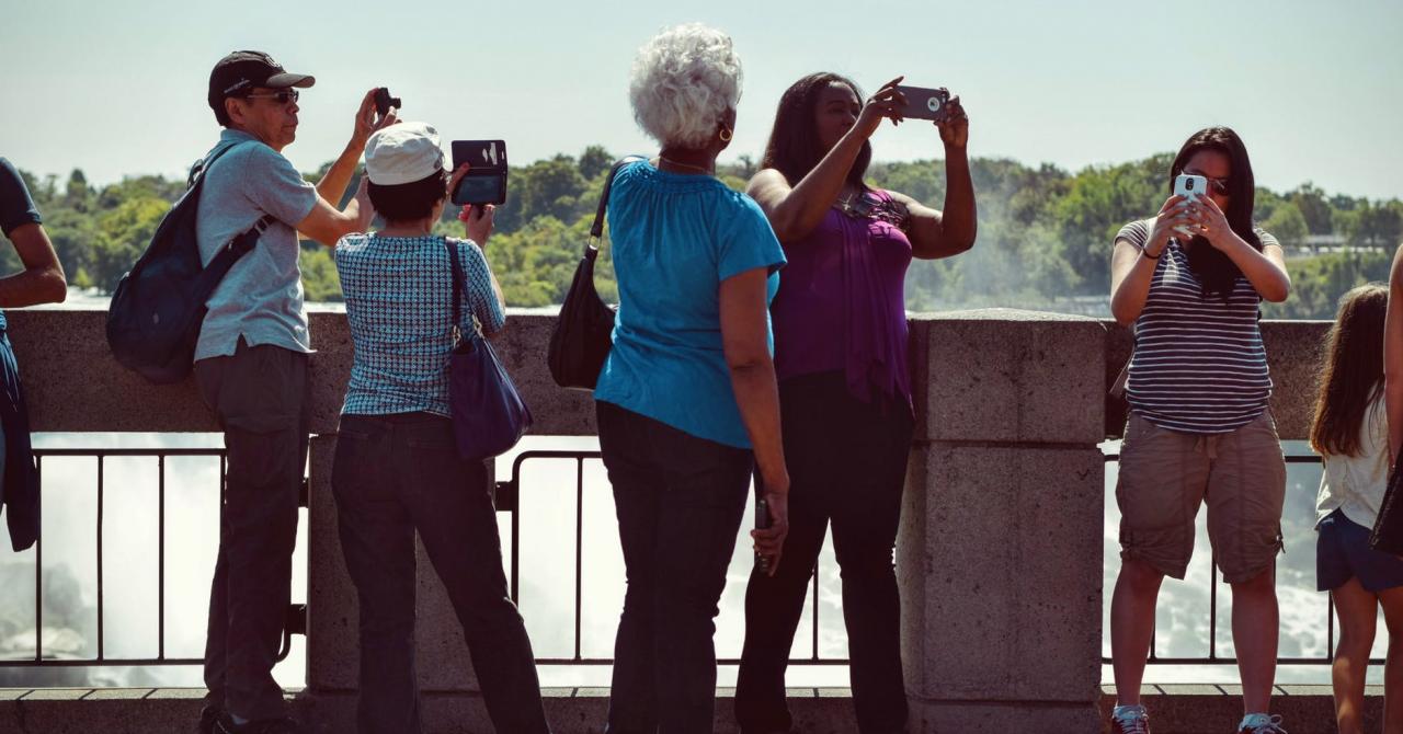 Black Friday 2019 la eMAG: telefoane ieftine pentru părinți și bunici