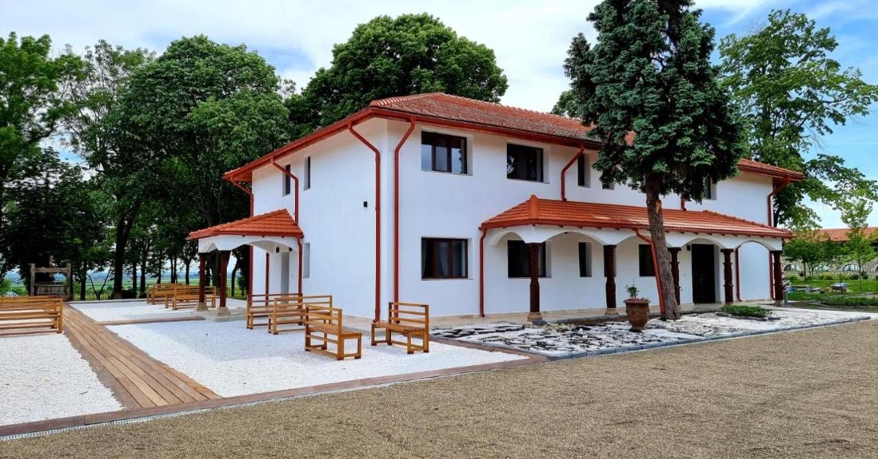Turism viticol în România: Tohani investește 1 milion de euro în căsuțe și spa