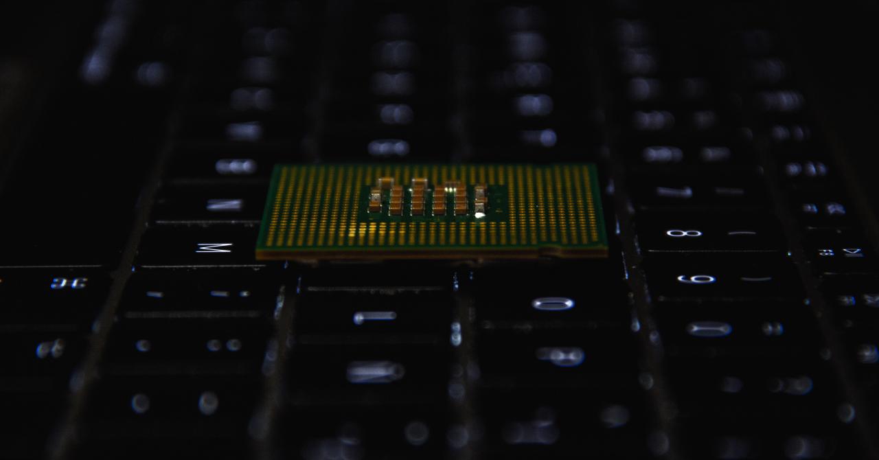 Bitdefender: procesoarele Intel permit furtul datelor tale