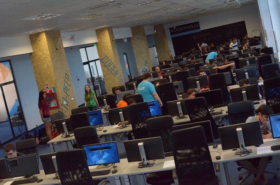 Școala gratuită de programare: câți absolvenți s-au angajat în IT