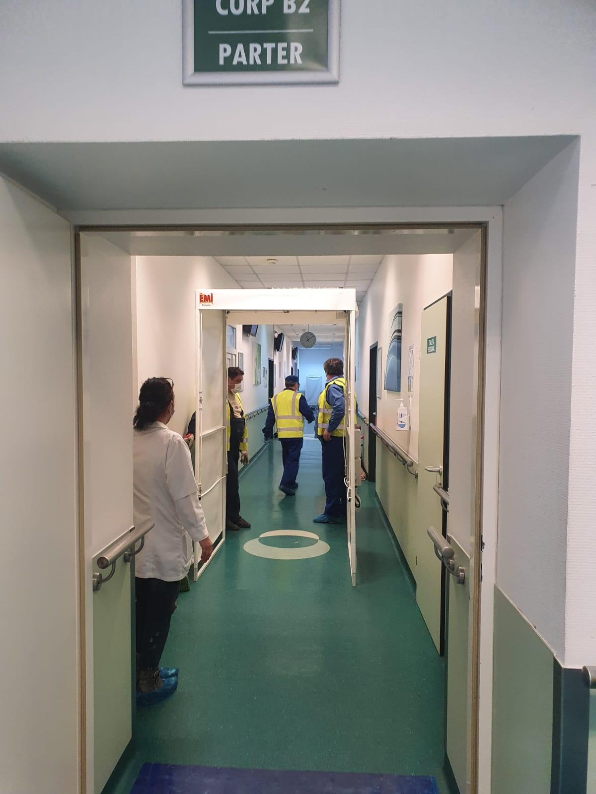 Firma care a construit uși la Cernobîl construiește porți de dezinfectare