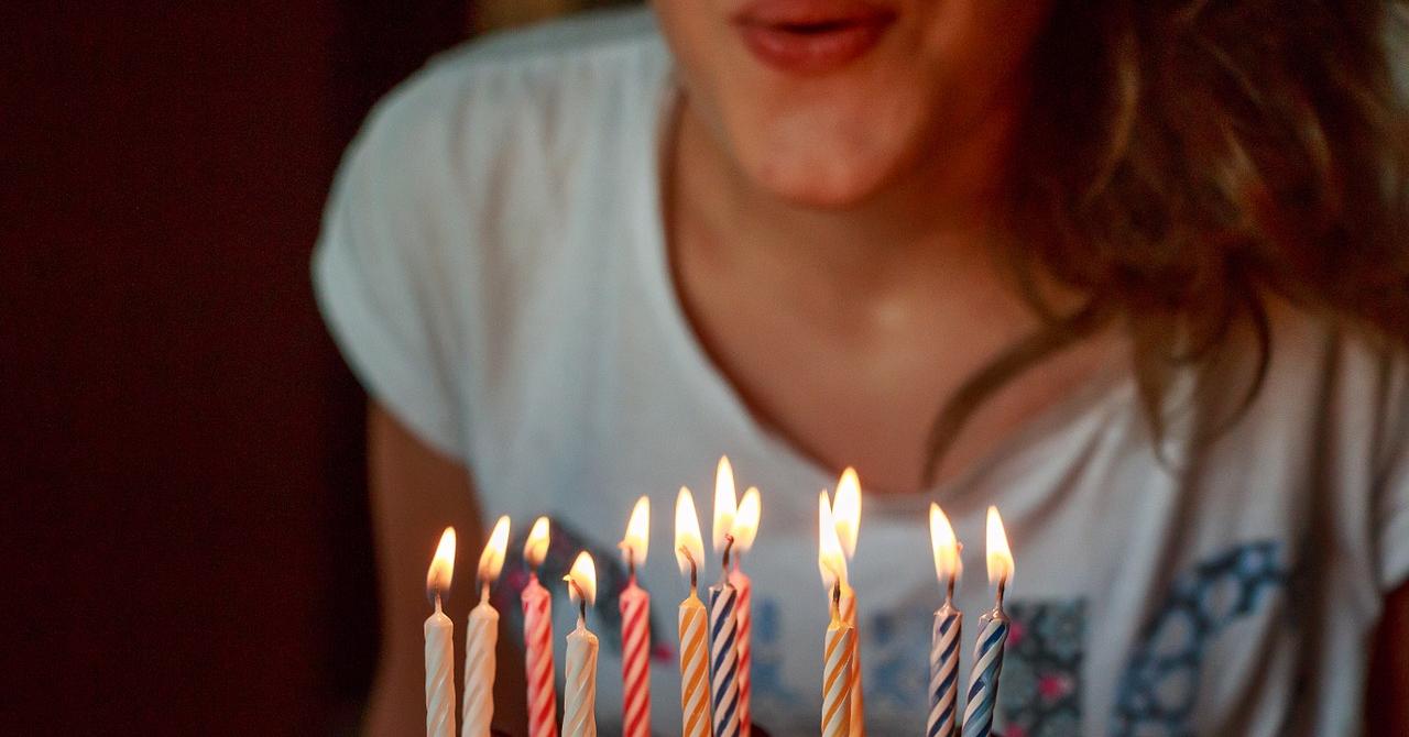 Aplicația care îți amintește zilele de naștere și sugerează cadouri