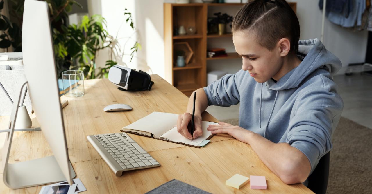 Back to School? Părinții ar prefera ca școala să nu mai fie online anul acesta