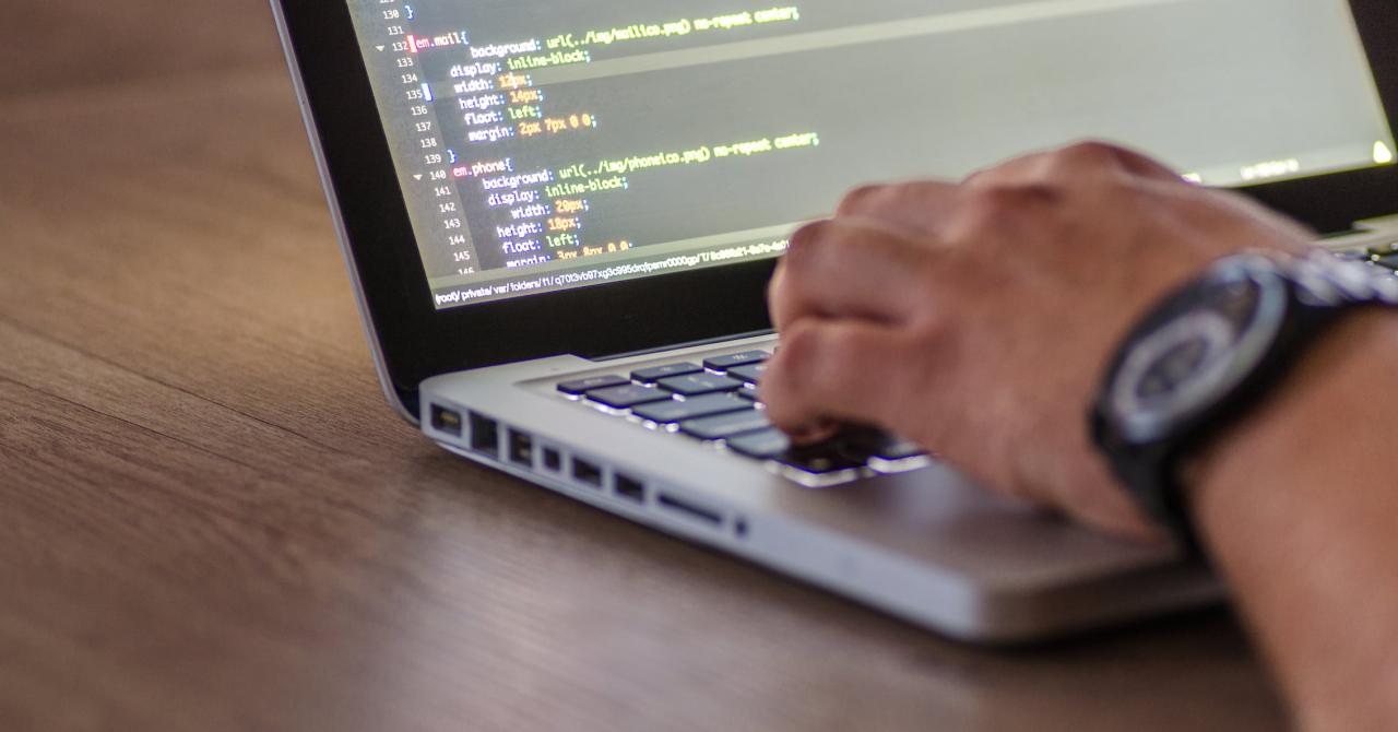 Cursuri de programare: învață web development & design aproape gratuit
