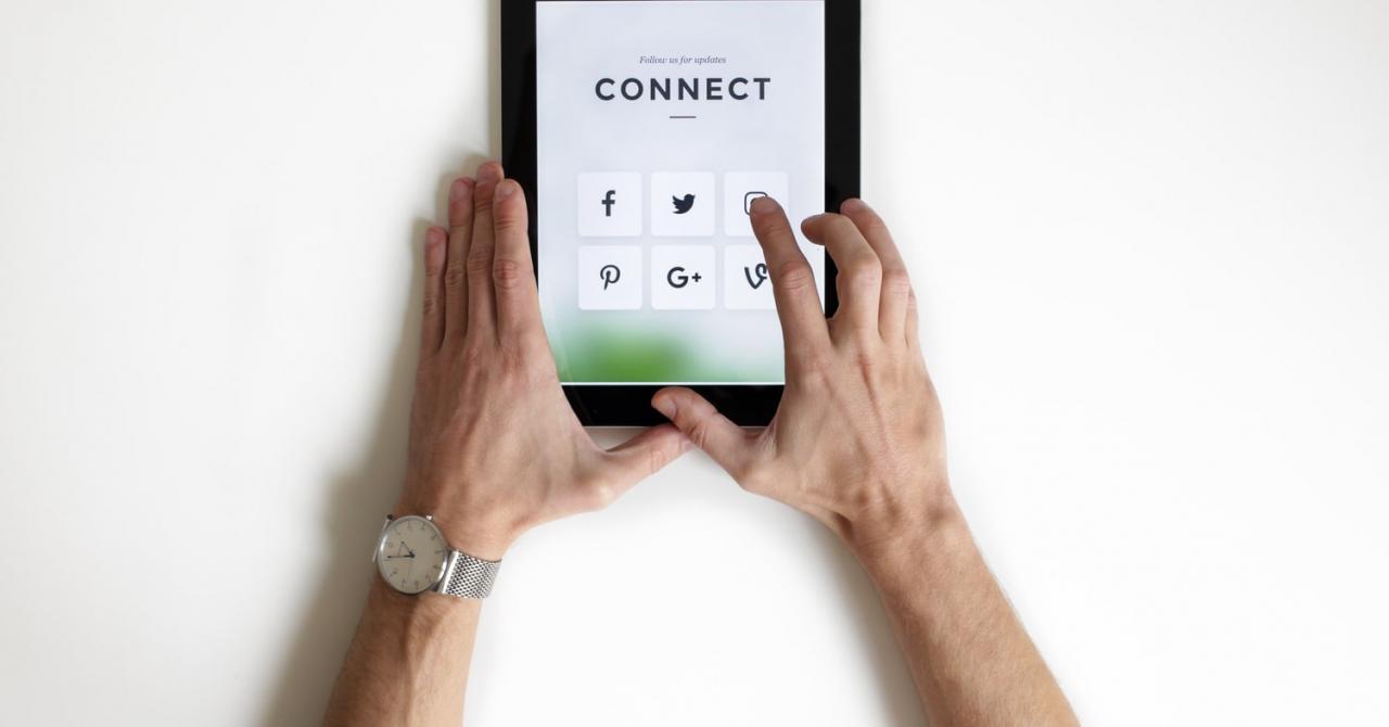 Tinerii întreprinzători se aliază cu Google pentru a forma competențe digitale