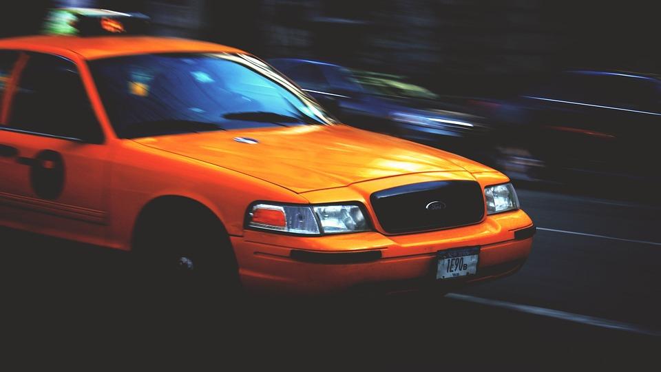 Închis la Londra, Taxify apare la Paris. Noutăți și la noi