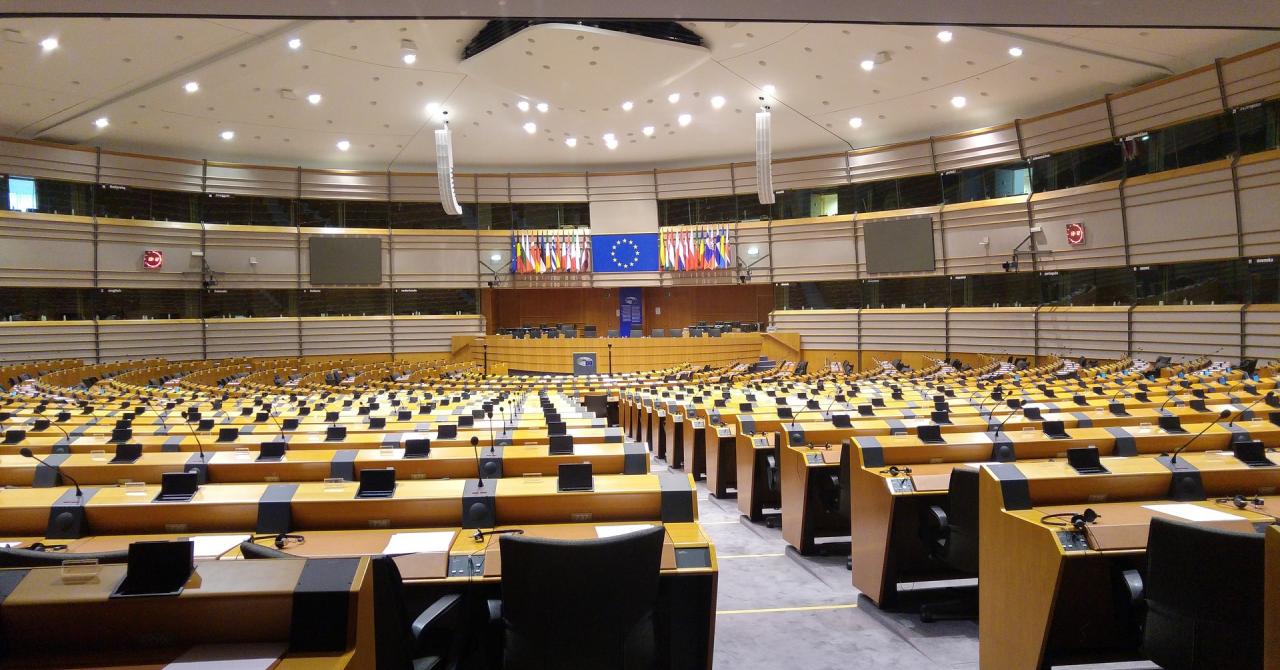 Adio, roaming în Uniunea Europeană. Data de la care intră în vigoare