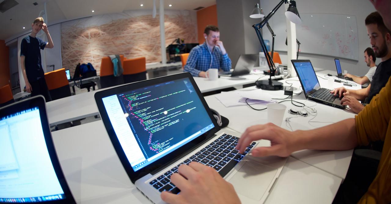 300 de developeri, căutați pentru a dezvolta soluții pentru corporații