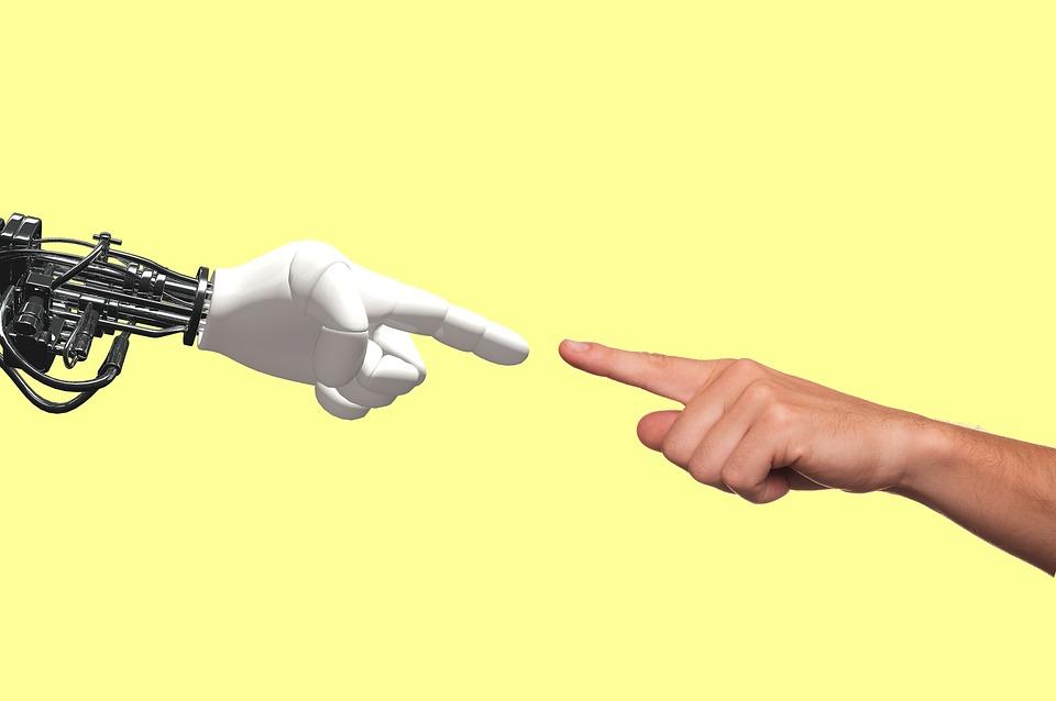 800 de elevi români se luptă în cea mai mare competiție de robotică
