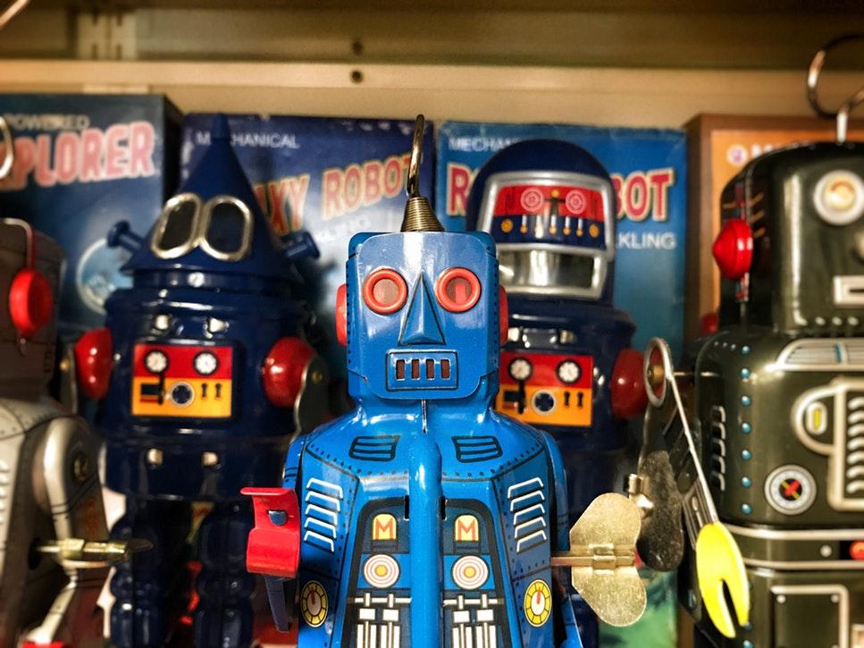 Roboți și străini: cum scăpăm de deficitul de personal din România