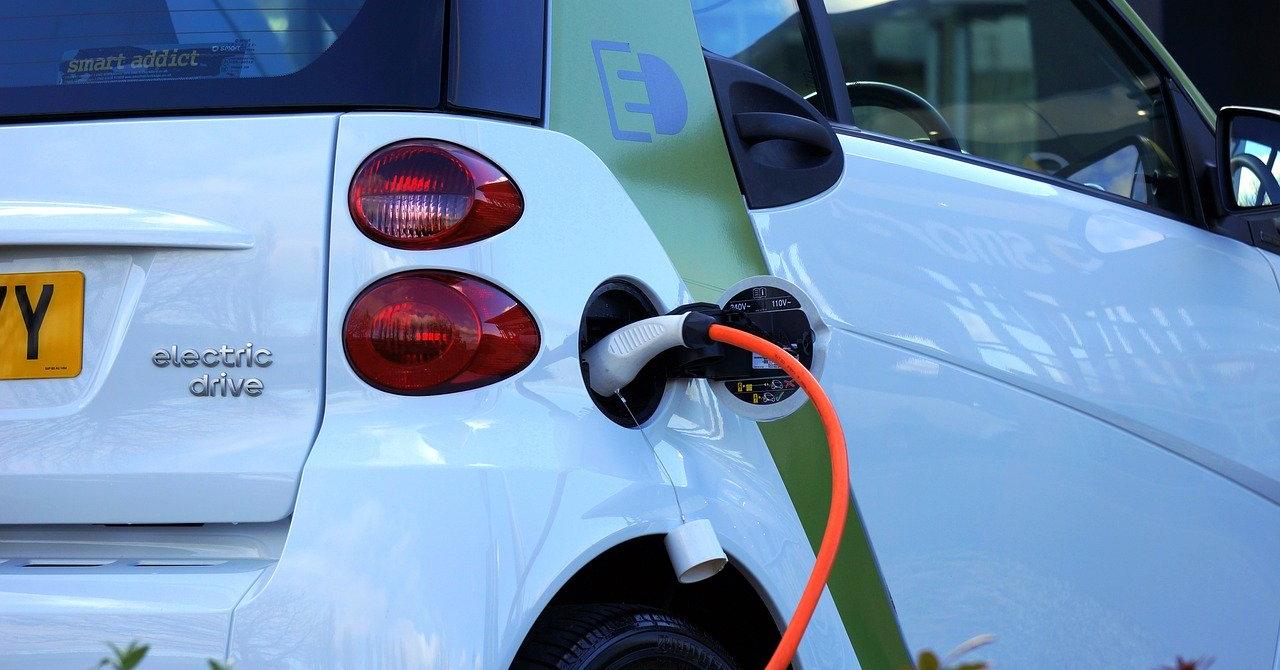 Noi obligații pentru proprietarii de clădiri: Reîncărcarea vehiculelor electrice