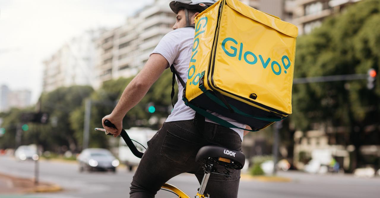 Vești bune pentru curieri: Glovo introduce opțiunea de bacșiș