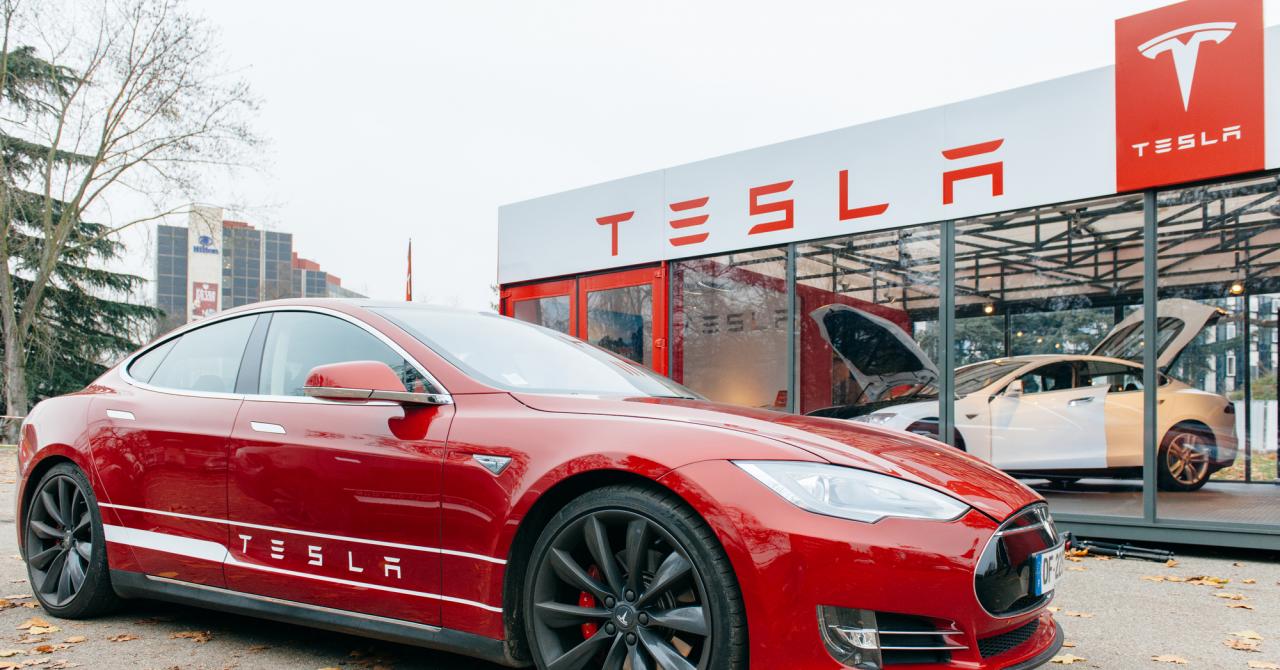 Tesla rămâne pe bursă. Anunțul lui Elon Musk