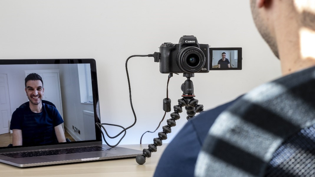 Canon te lasă să-ți transformi camera foto într-una web pentru conferințe
