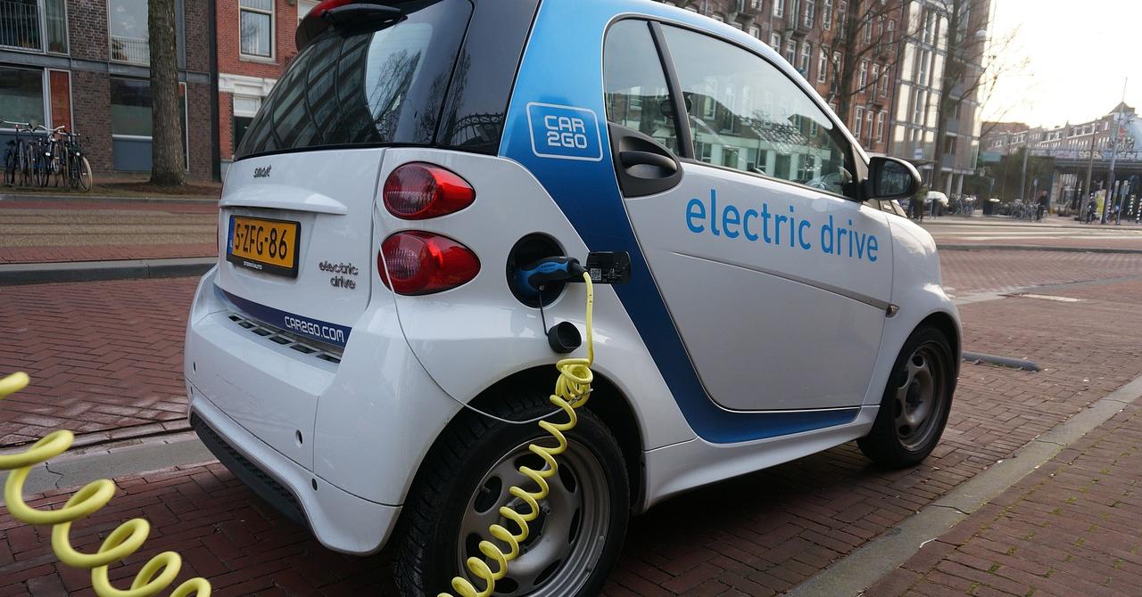 Mașinile electrice și hibride, obligate de UE să facă mai mult zgomot