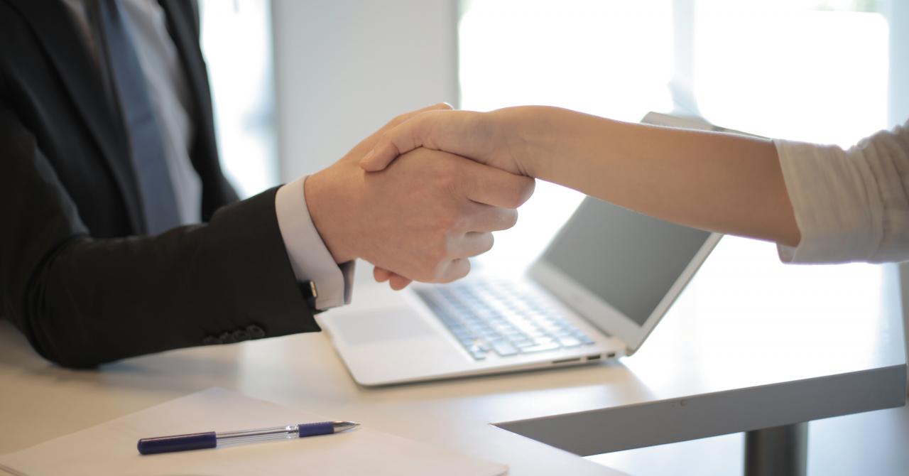 Asistentul virtual ce ajută antreprenorii să găsească cei mai buni angajați