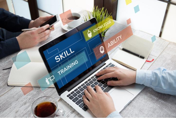 Acceleratorul de cariere în cloud: program de învățare în tehnologiile viitorului