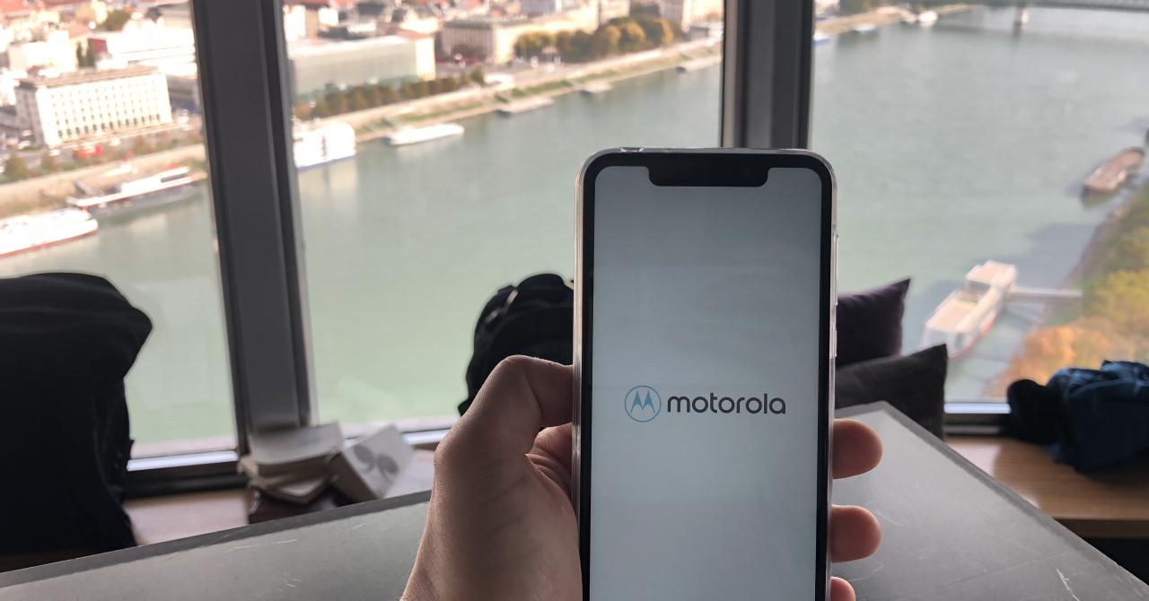 Motorola One - preț decent, cameră bună și design modern