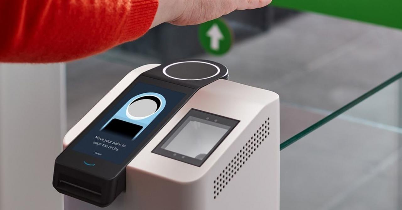 Amazon prezintă sistemul prin care plătești doar cu palma la magazine
