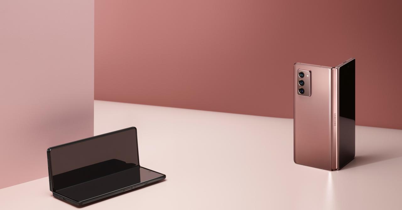 Samsung prezintă Fold2, versiunea îmbunătățită a primului telefon pliabil