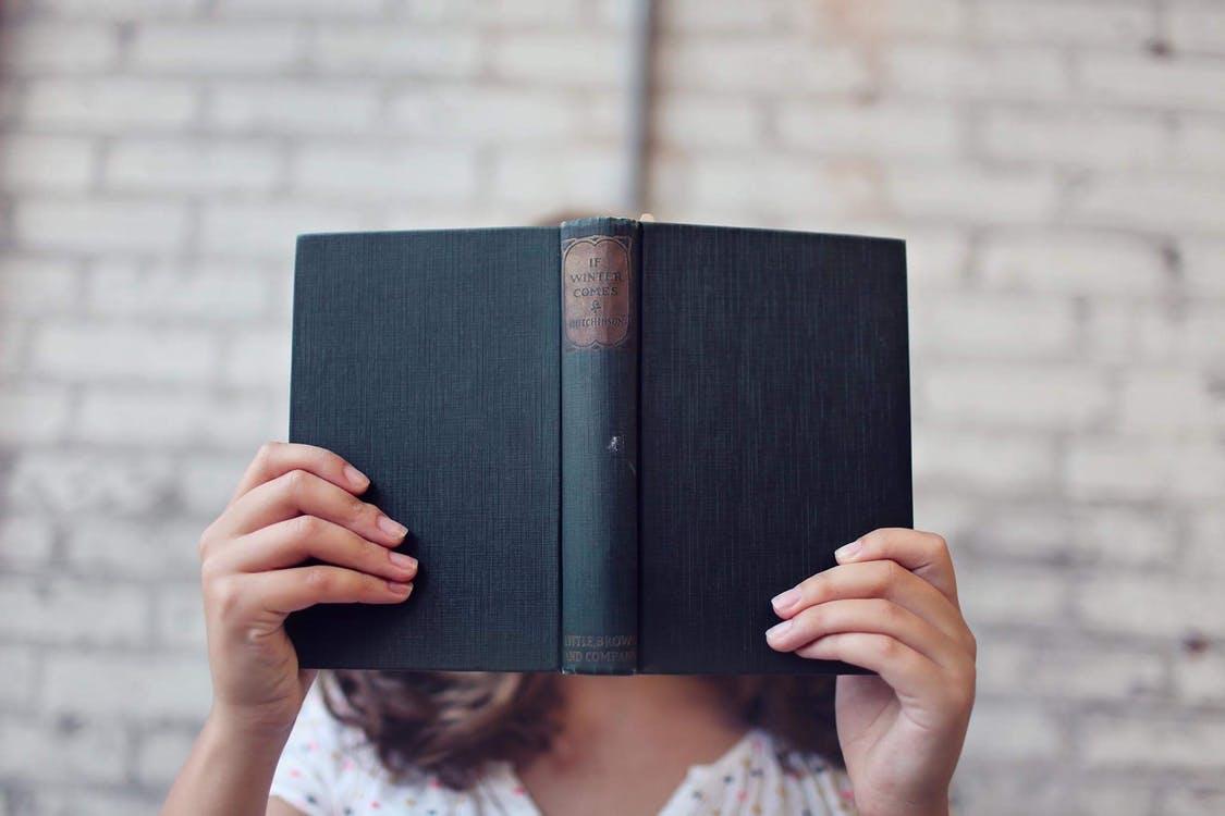 Ce cărți citesc antreprenorii români și ar trebui să o faci și tu