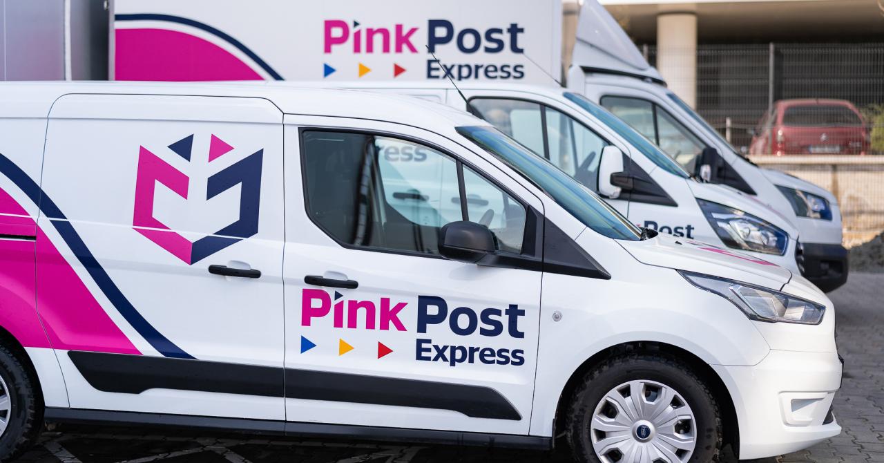 Pink Post rămâne lider pe piața de poștă privată. Se uită spre curierat