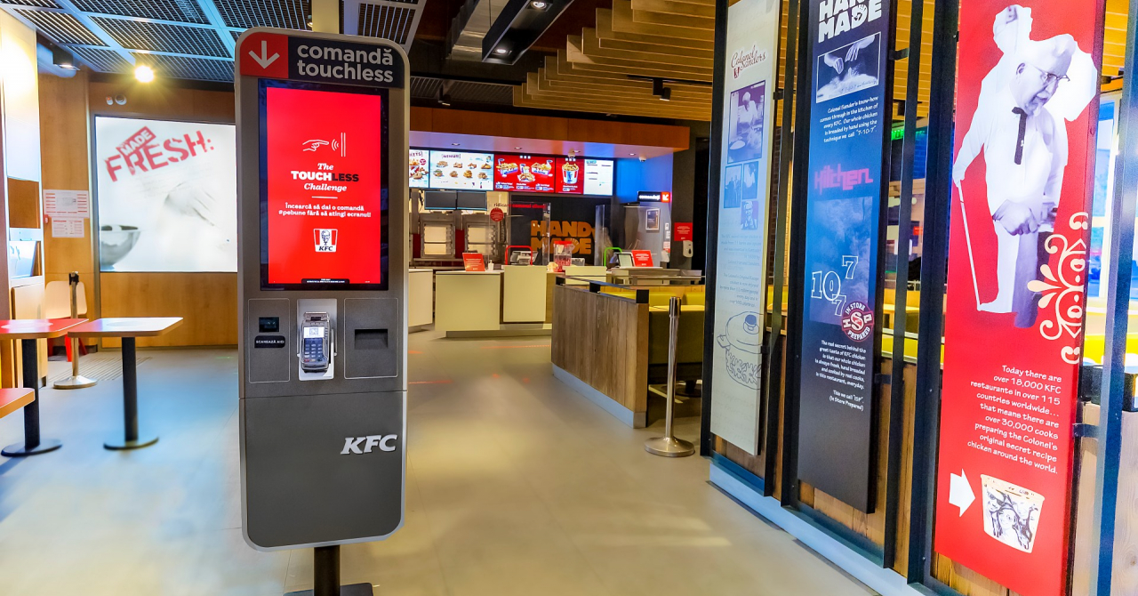 Am testat kioskul touchless al KFC și m-am simțit ca un Jedi comandând aripioare