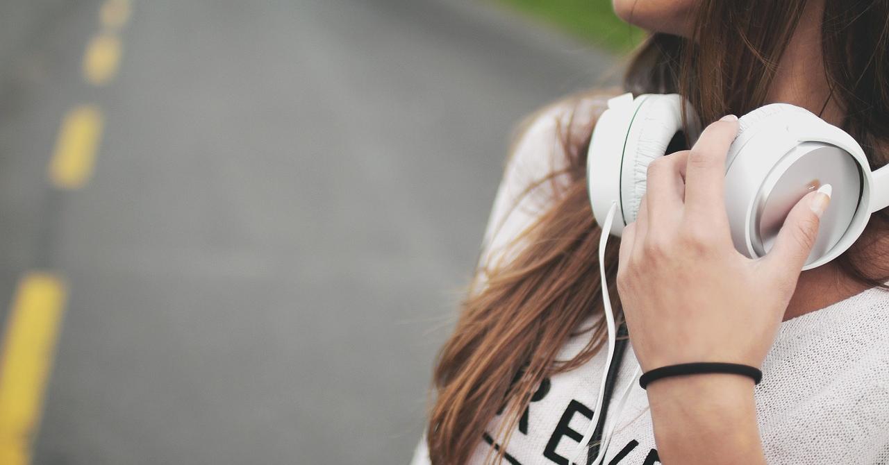 Căști bluetooth: pentru alergat, audiofili și cei care vor liniște