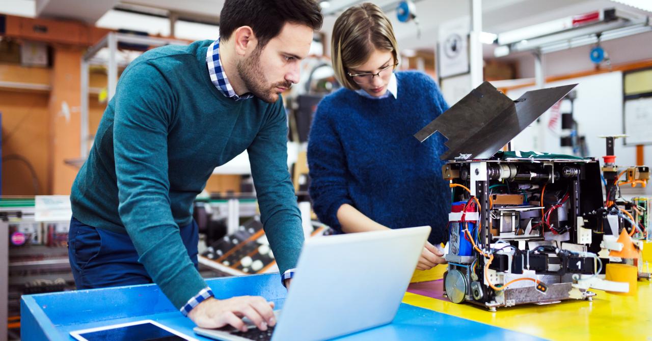 Joburi de viitor: cum te (re)califici și obții un job promițător în AI