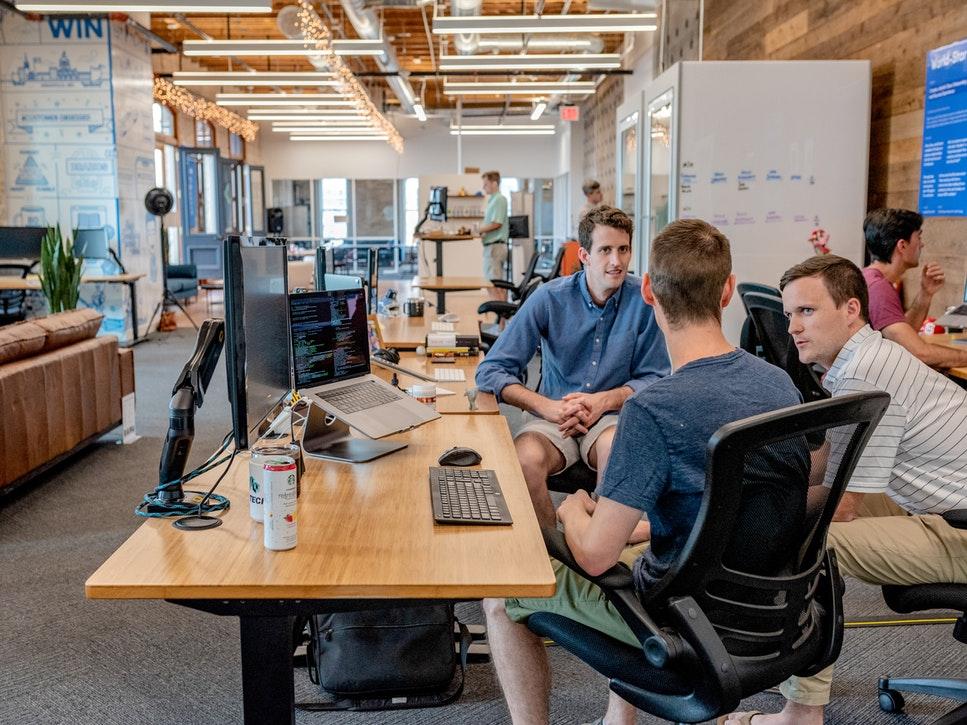 Platforma care te ajută să-ți păstrezi cei mai buni angajați