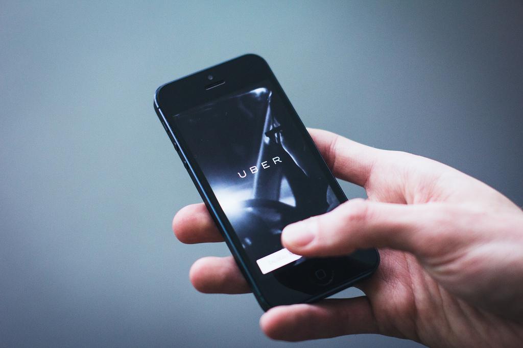 """Uber: """"Salutăm deschiderea Guvernului României"""""""