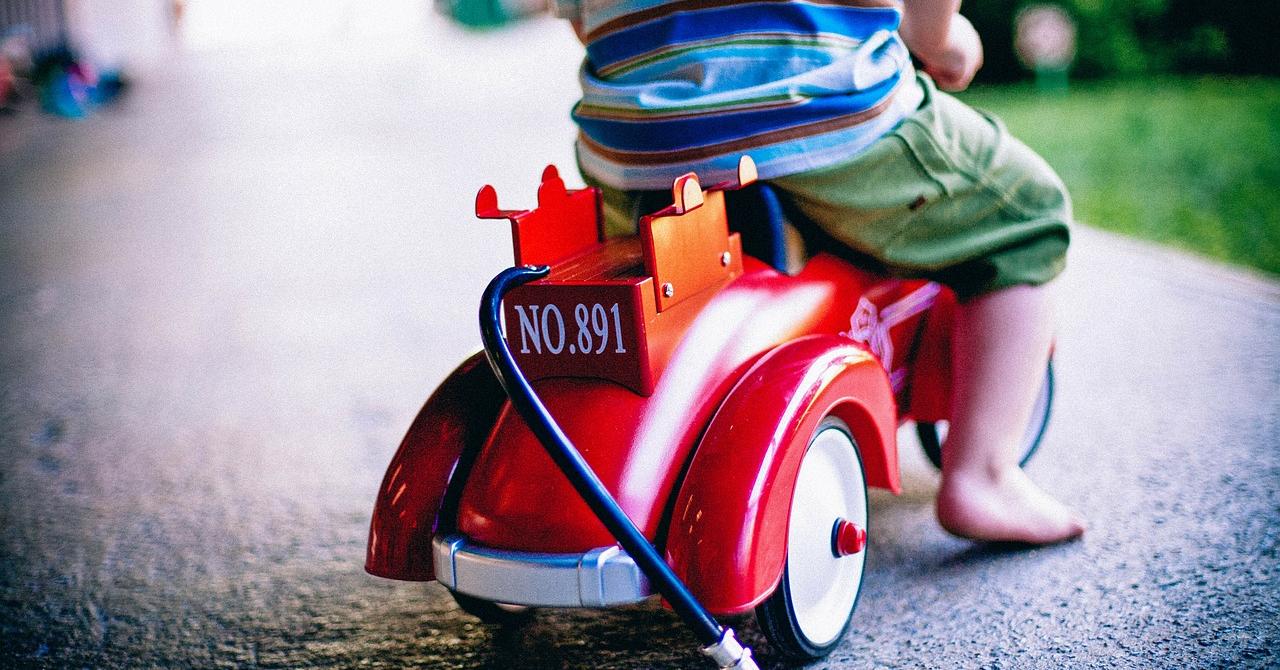 Cadouri de Ziua Copilului: roboți inteligenți și biciclete din lemn