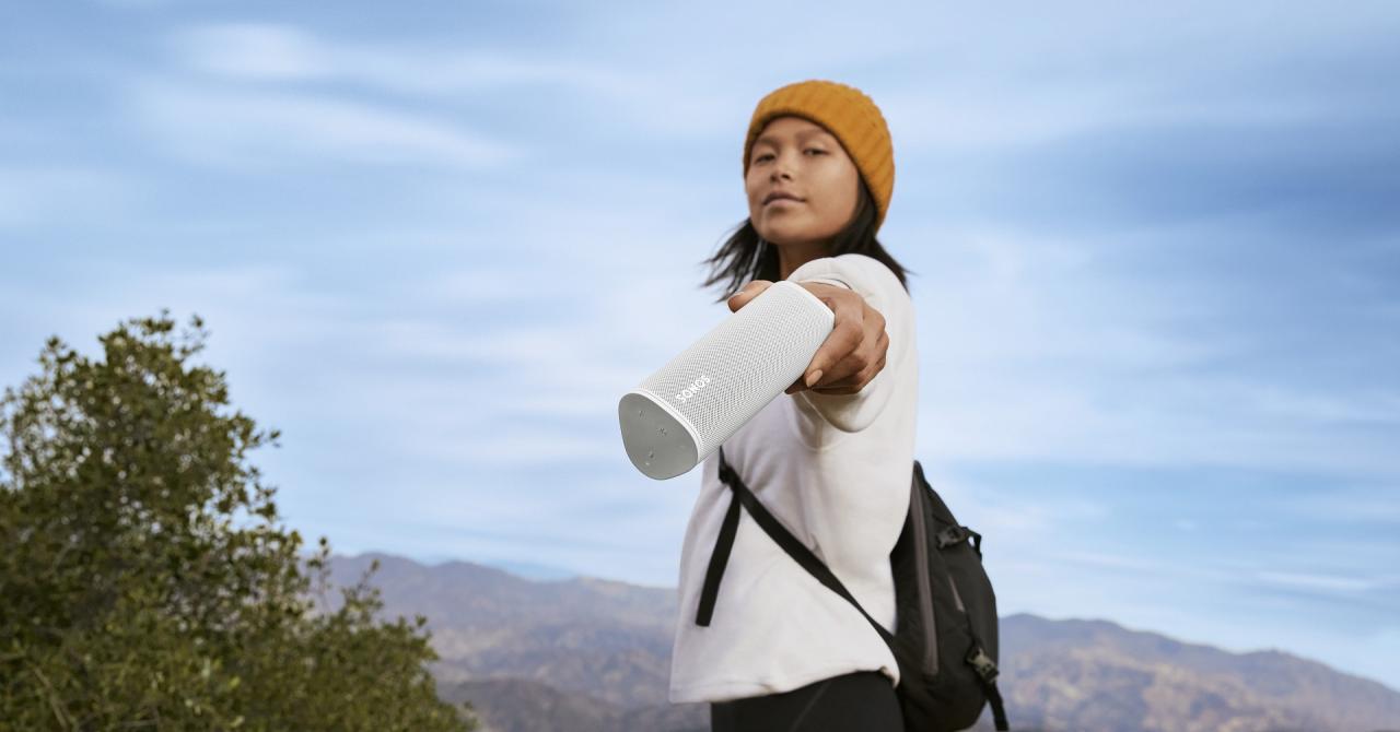 Sonos lansează Roam, boxă portabilă pe care să o folosești acasă sau în parc