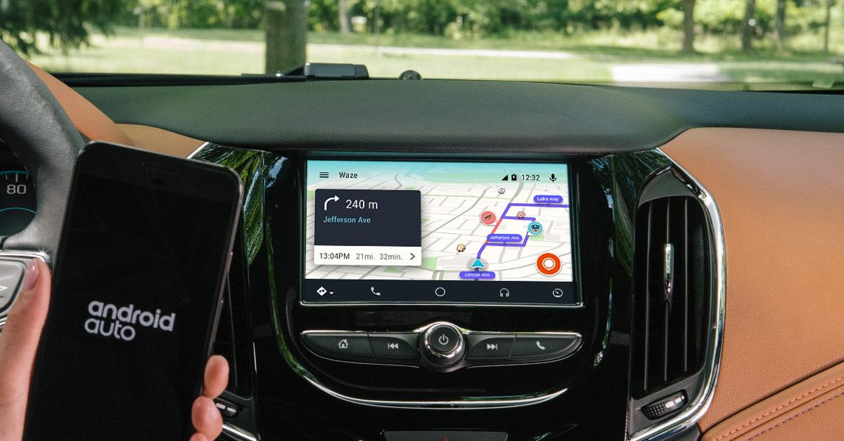 Waze ajunge oficial pe ecranele mașinilor cu Android Auto