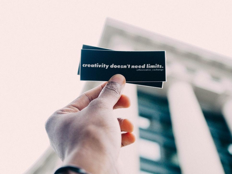 Afaceri cu bani puțini: ce poți începe cu o investiție de sub 1.000 $