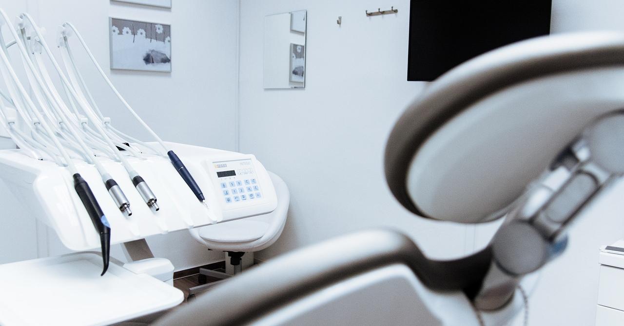 Platforma care vrea să facă din dentist afacerist
