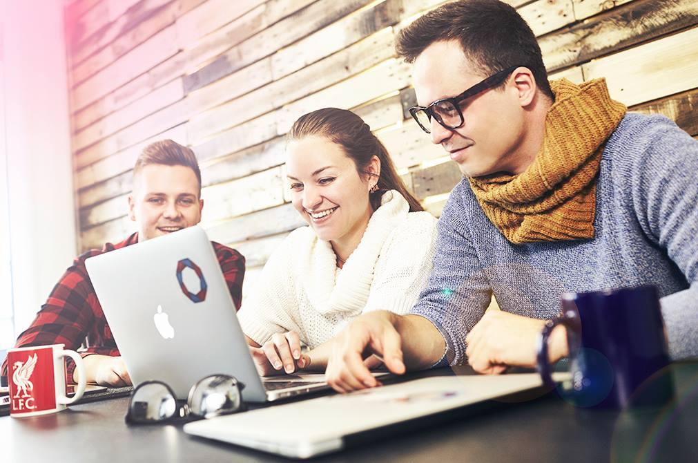 Studiu: 3 din 4 români nu lucrează în IT după absolvirea unui curs de programare