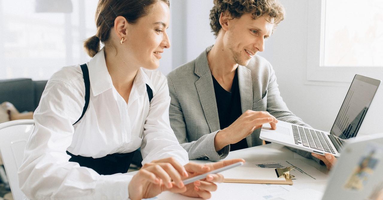 Ce ar trebui să știe companiile despre achiziția unui software de HR
