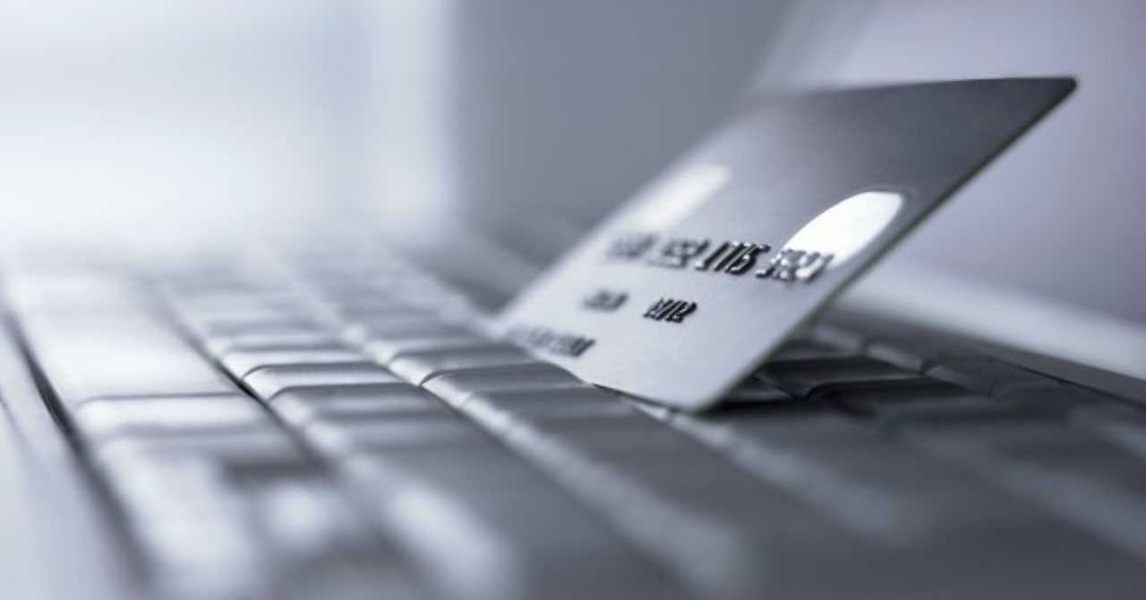 Românii, clienții europeni care fac cel mai rar cumpărături online