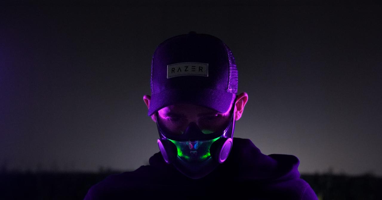 Razer prezintă o mască inteligentă anti-COVID și un PC sub formă de scaun