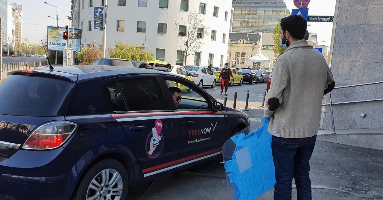 Taximetrie pe timp de pandemie: panouri despărțitoare în mașină