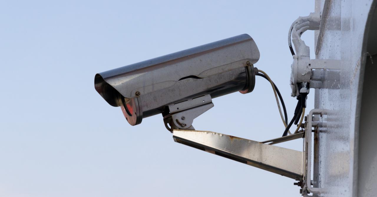 Tot mai mulți români investesc în echipamente de securitate