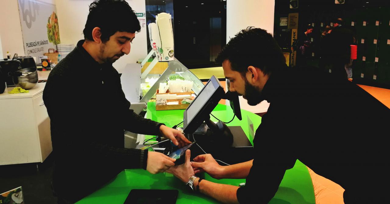 Corporatiștii bucureșteni evită cozile la mâncare cu Fast Order