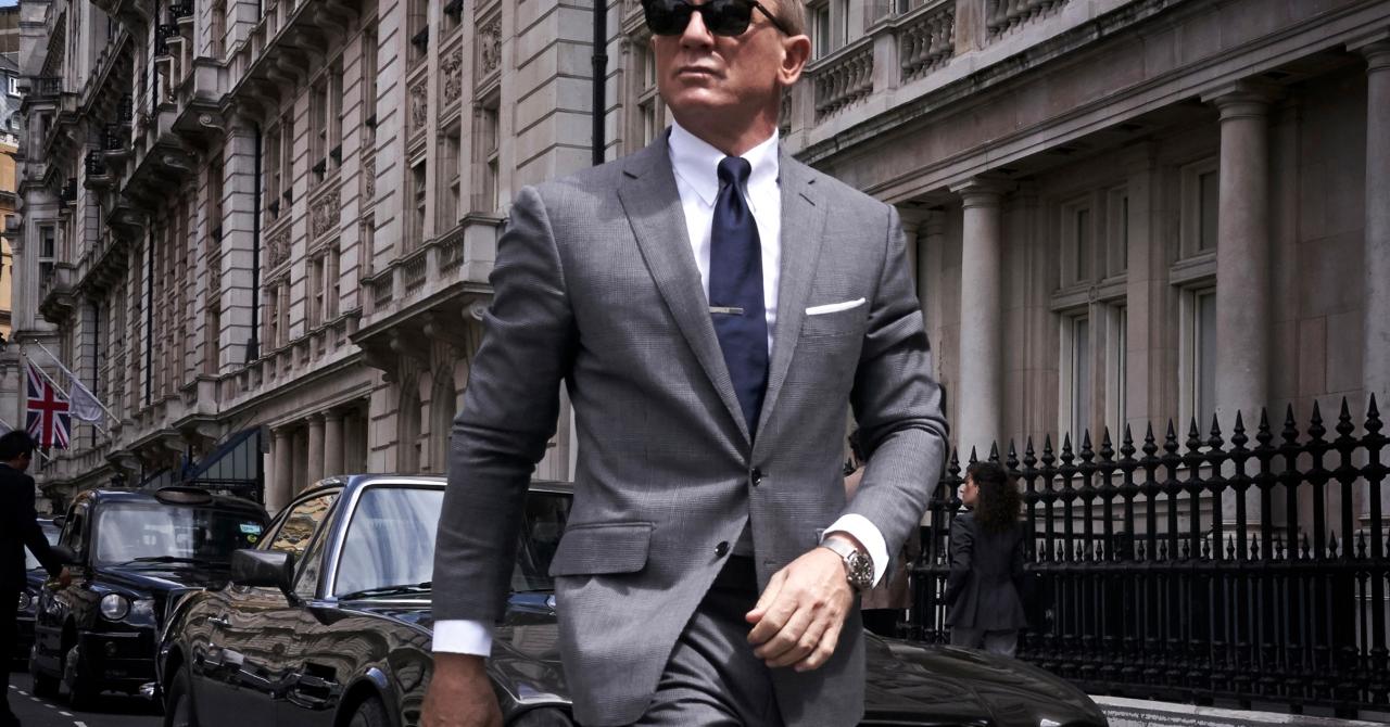 Telefonul lui James Bond, disponibil la precomandă în România